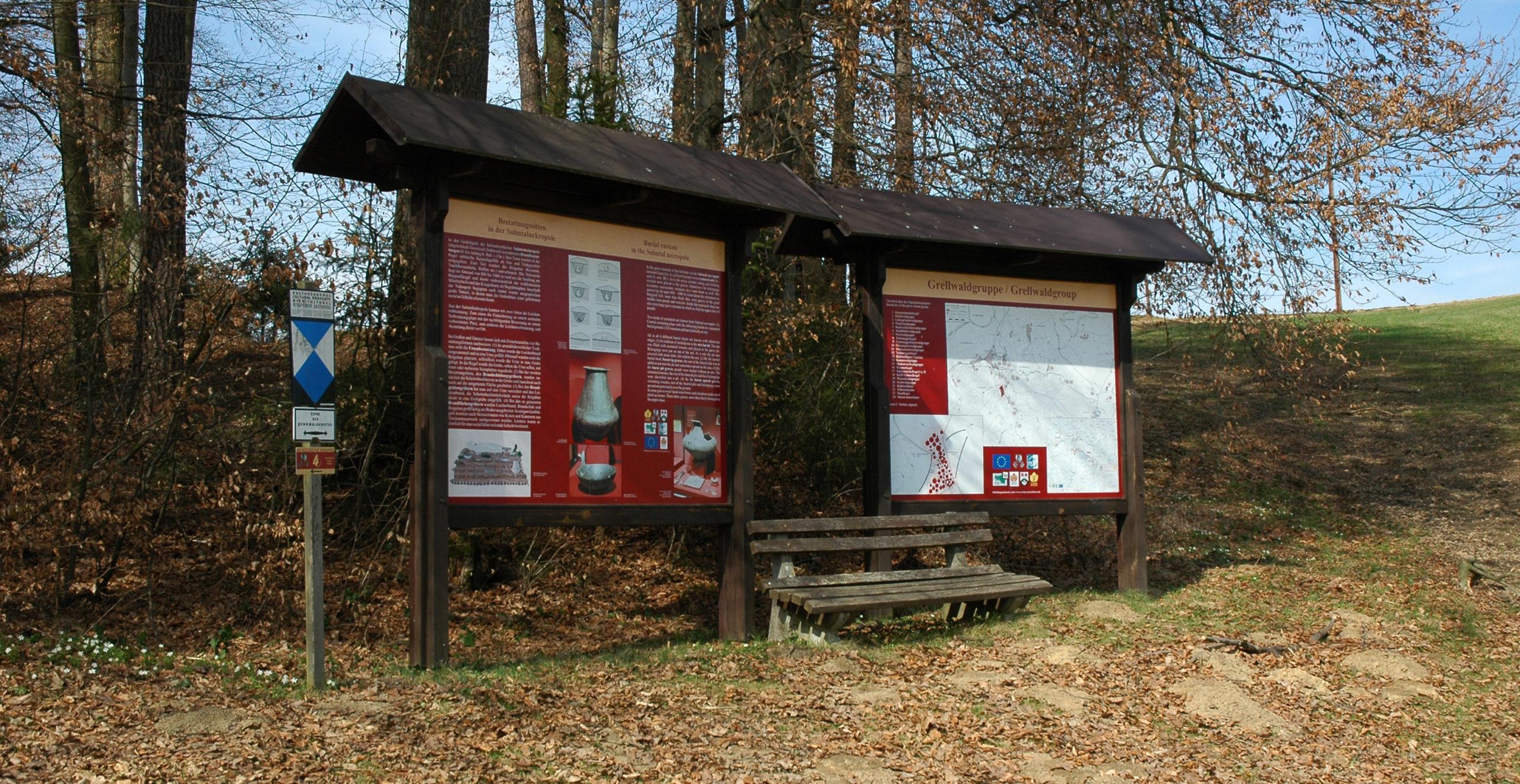 Fotos der Übersichtstafeln bei den Hügelgräbern in Goldes.